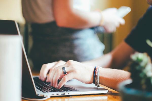 PACES+ propose toutes ses formules à distance et en ligne pour optimiser ses chances de réussite et gagner du temps